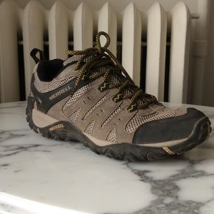 Merrell mid top hiking shoes brown/tan M8 W9.5